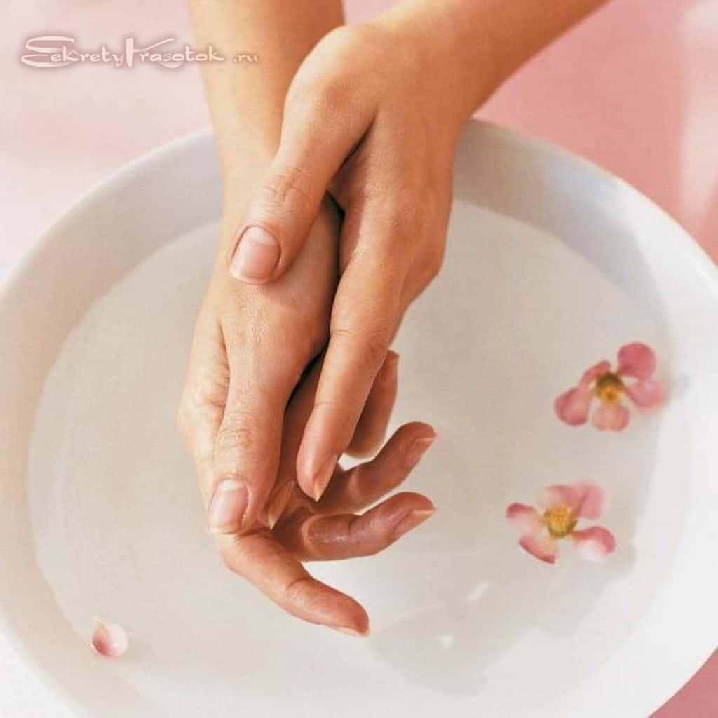 процесс выполнения ванночек для укрепления и оздоровления ногтей