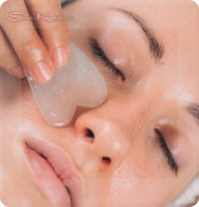 Очищение кожи скребком гуаша