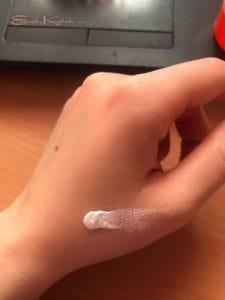 свотч на руке